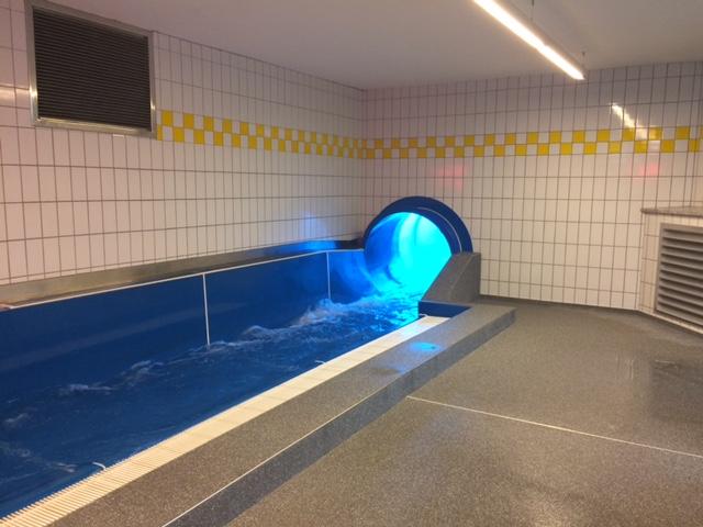 Super scivolo alla piscina cron4 il trentino dei bambini - Piscine con scivoli ...