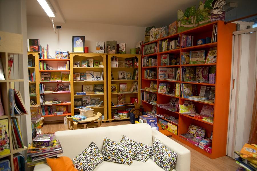 Libreria il ponte il trentino dei bambini - Libreria a ponte ikea ...
