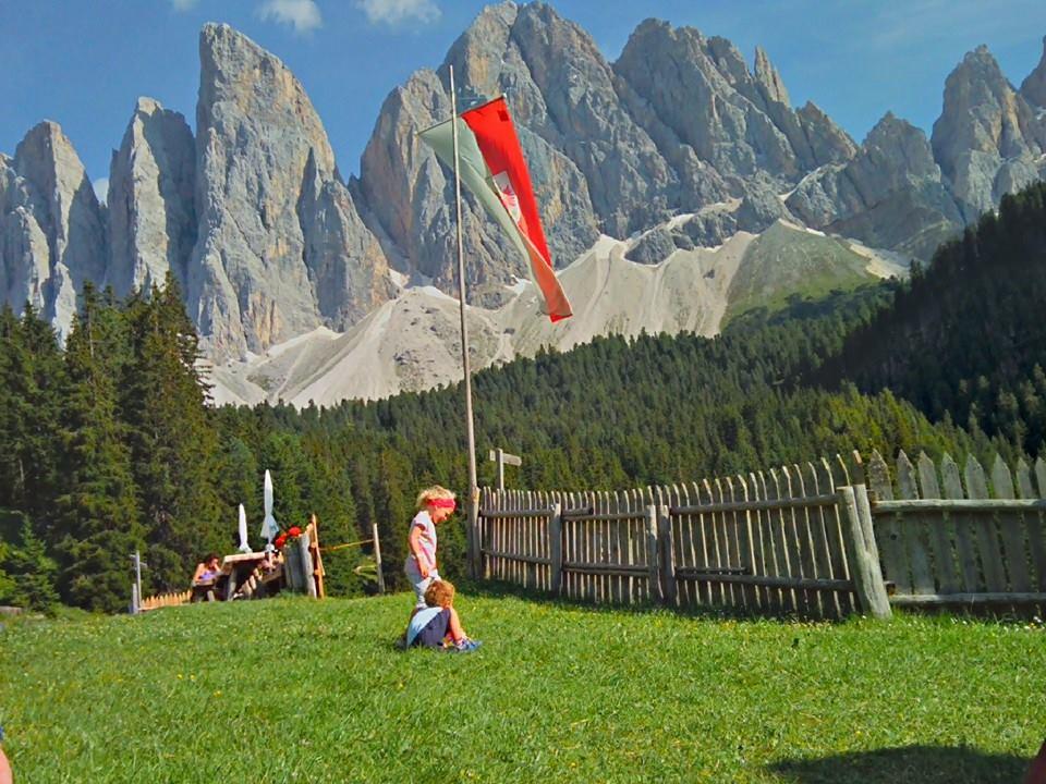 Il meraviglioso giro delle odle il trentino dei bambini for Grandi bambini giocano a casa