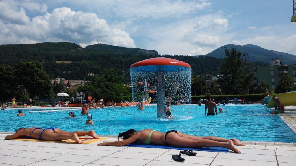 La piscina di rovereto tanto verde scivoli e divertimento il trentino dei bambini - Piscina rovereto ...
