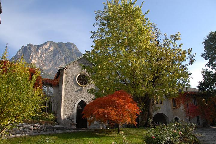 corte-esterna-piazzetta-autunno-castello-ivano