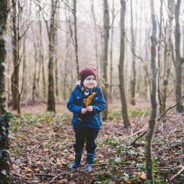03_family_photography_creative_natural_artistic_light_pose_happy_photographer_clonmel_tipperary_ireland_nikon_forest_kids_children_wood_trees_winter_cold_sun_