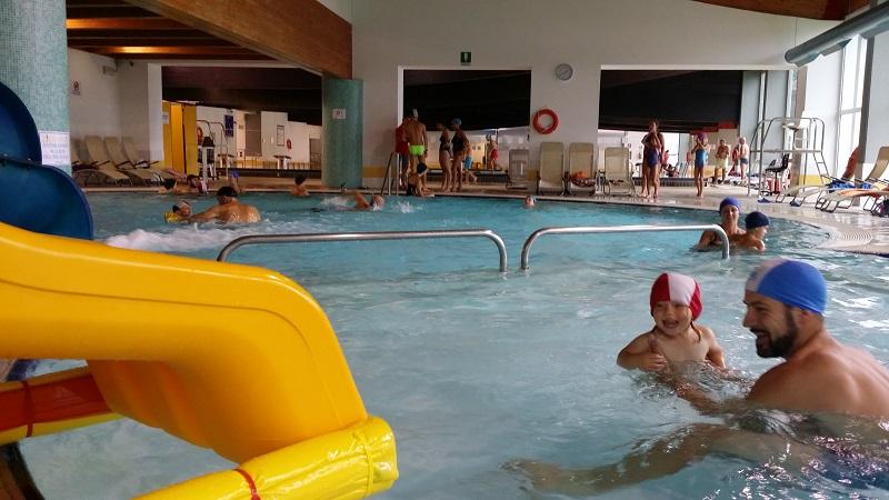 3a65d03377a8 La piscina di Andalo, con il suo bellissimo scivolo, la vasca per i bambini  e la vasca relax con idromassaggio e getti d'acqua, non può che diventare  una ...